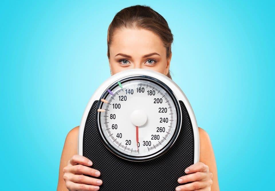Estou acima do peso, preciso emagrecer antes de fazer uma cirurgia plástica?